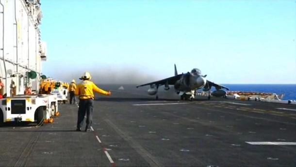Amerikanische Luftwaffe bombardiert IS-Stellungen