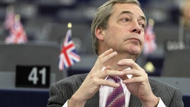 "Nigel Farage ""droht"" Kandidatur für EU-Parlament an"