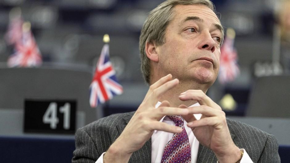 Nigel Farage droht mit einer abermaligen Kandidatur für das EU-Parlament.