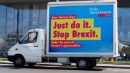 In Berlin begrüßt die FDP die britische Premierministerin mit einem Vorschlag.