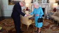 Königin Elisabeth II. mit ihrem Premierminister Boris Johnson am 24. Juli im Buckingham Palast