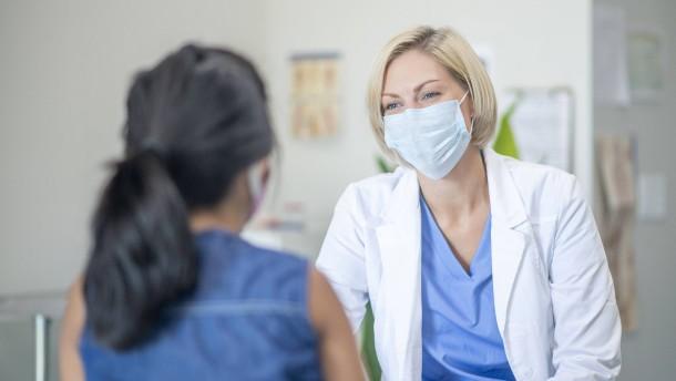 Virenlast bei Geimpften und Frauen in der Lebensmitte