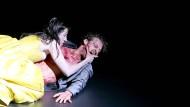Sie hätte ihm nicht misstrauen sollen: Penthesileas (Constanze Becker) Begegnung mit Achill (Felix Rech) endet blutig.