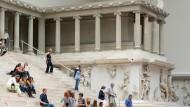 Der Pergamon-Altar schließt