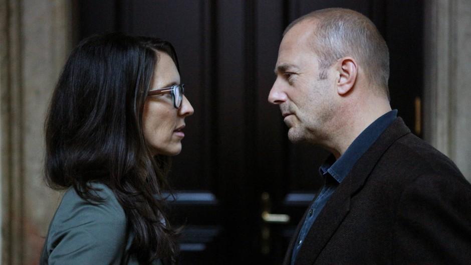 Auch die große Liebe? Jedenfalls haben die verheiratete Juristin Paula Moser (Maria Köstlinger) und der einzelgängerische Kriminalpsychologe Richard Brock (Hein Ferch) eine Äffäre miteinander.