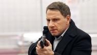 Hände hoch oder ich...: Kommissar Lannert (Richy Müller) bleibt keine Wahl. Denkt er zumindest.