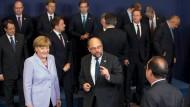 Vorbereitungen für das Gruppenfoto beim Treffen der Europäischen Union in Brüssel im Juni