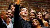 Wirkungsbedacht: Mark Zuckerberg Anfang November mit einer Gruppe von Unternehmern und Erfindern in St. Louis