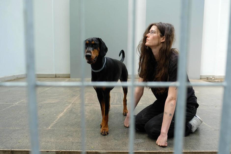 "Dressierte Körper: Anne Imhofs ""Faust""-Performance im Deutschen Pavillon"