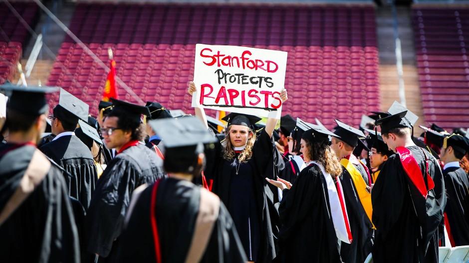 Proteste an der Universität Stanford gegen das milde Urteil für einen Studenten, der der Vergewaltigung angeklagt war.