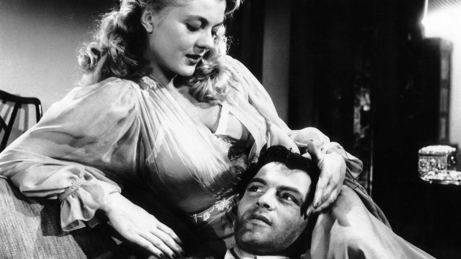 """Peggie Castle und Biff Elliot in der Mike-Hammer-Verfilmung """"I, the Jury"""" aus dem Jahr 1953"""