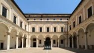 Museumseingang: der Innenhof des Palazzo Ducale in Urbino