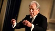 Wahrlich kein Pultlöwe: Der britische Dirigent Sir Neville Marriner wird neunzig Jahre alt.