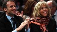 Emmanuel Macron und seine Frau Brigitte Trogneux begeistern die Franzosen.
