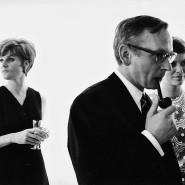 """Frauen im Hintergrund: Heide Sommer (rechts) und ihre Kollegin Sabine Schappien mit """"Spiegel""""-Chefredakteur Günter Gaus, um 1970."""