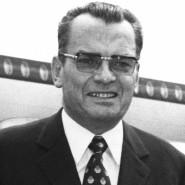 Alfred Bauer, damals Berlinale-Direktor, am 3. Juli 1971 auf dem Flughafen Berlin-Tempelhof.