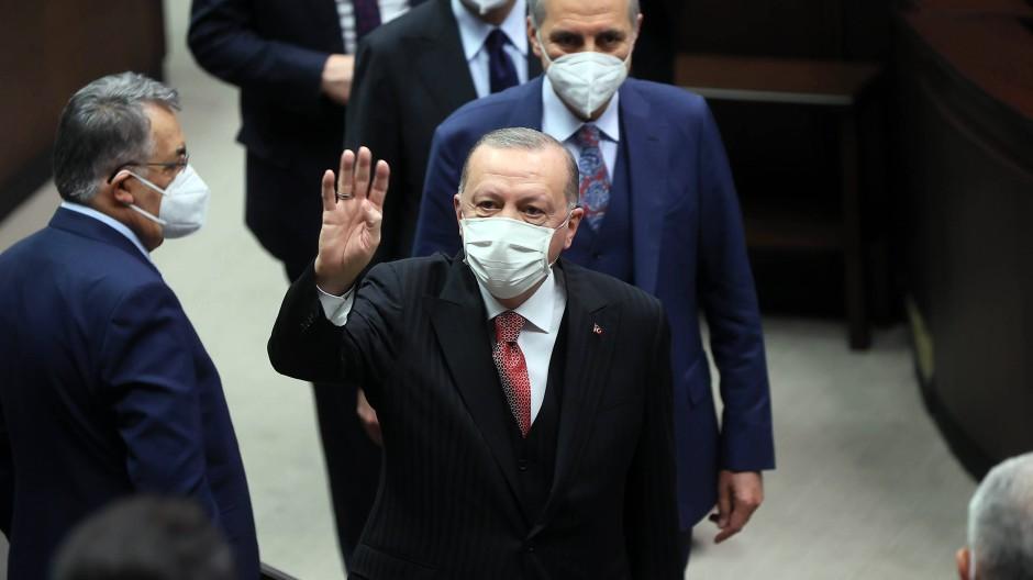 Der Staatspräsident grüßt: Recep Tayyip Erdogan am vergangenen Mittwoch in der türkischen Nationalversammlung