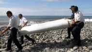 Ein Foto vom 29. Juli 2015, als auf der Insel La Réunion ein Wrackteil eines Flugzeugs gefunden wurde.