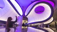 Die im März verstorbene Architektin Zaha Hadid gestaltete die neue Galerie im Science Museum.