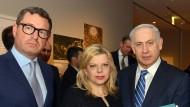 Kai Diekmann (l.) mit dem israelischen Ministerpräsidenten Benjamin Netanjahu und dessen Ehefrau Sarah Netanjahu im Februar 2016 in Berlin