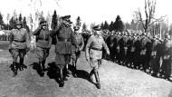 Versucht das Jelzin-Zentrum die im Zweiten Weltkrieg zu Hitler übergelaufene Wlassow-Armee zu rehabilitieren? Der sowjetische General Wlassow im Kriegsjahr 1944 an der Ostfront.