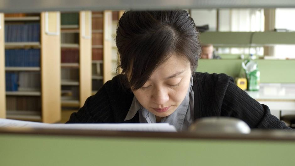 Wehe dem ausländischen Studenten, dessen Uni keine Präsenzlehre anbietet, ein Visum bekommt er in vielen Fällen nicht.