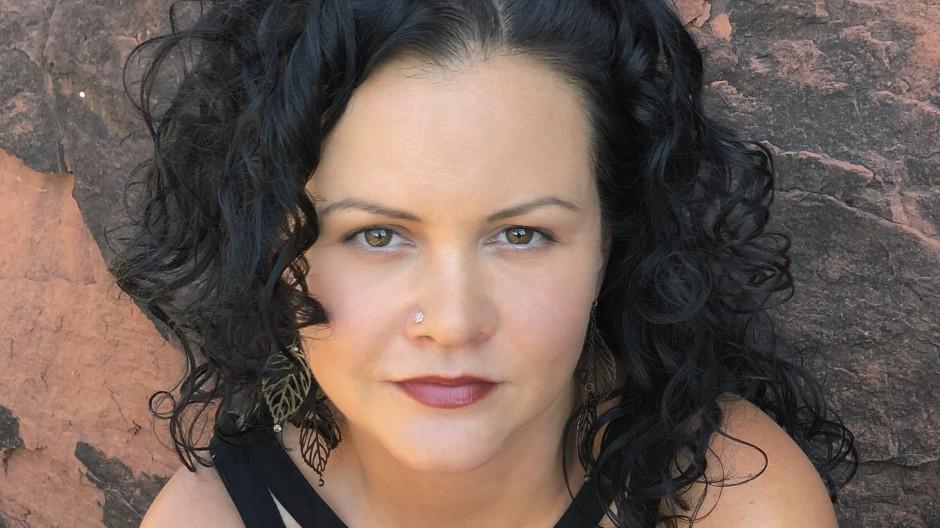 """Darf eine weiße Amerikanerin so über das Schicksal mexikanischer Migranten schreiben? Jeanine Cummins hat mit """"American Dirt"""" eine Kontroverse ausgelöst."""