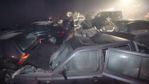 Toter und Dutzende Verletzte bei Serienunfall