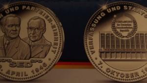 Post gedenkt SED-Zwangsvereinigung mit Medaille