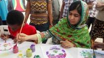 Für sie ist der Schulbesuch ein Recht, für das sie ihr Leben riskiert hat: Malala Yousafzai zu Besuch in Trinidad und Tobago