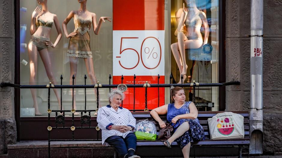 Shoppen in Moskau: Mit der Weltwirtschaft geht es wieder aufwärts.