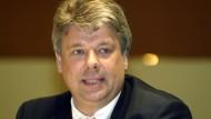 Seit 1993 Notar in Berlin, seit 2002 Anwalt für Insolvenzrecht und seit 2013 Sachwalter bei Suhrkamp: Rolf Rattunde