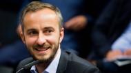Neuer Anlauf, neuer Vorwurf gegen Böhmermann: Erdogans Anwalt Mustafa Kaplan hat Berufung gegen die Entscheidung des Landgerichts Hamburg eingelegt.