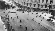Der Juli-Putsch in Petrograd: Was in Russland geschieht, treibt auch die deutschen Arbeiter auf die Straße.