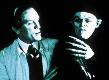 John Malkovich als fanatischer Regisseur Murnau mit Willem Dafoe als waschechtem Vampir