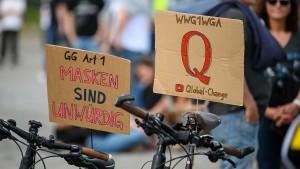 Lambrecht will Aufklärung über Verschwörungstheorien stärken