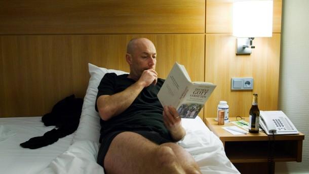 """Ralf Bönt - der Autor des Buches """"Die Erfindung des Lichts"""" schläft während der Buchmesse in fremden Federn"""