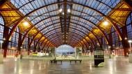 Eine Begegnung mit einem Fremden in der Halle des Bahnhofs von Antwerpen verändert in diesem Roman alles.