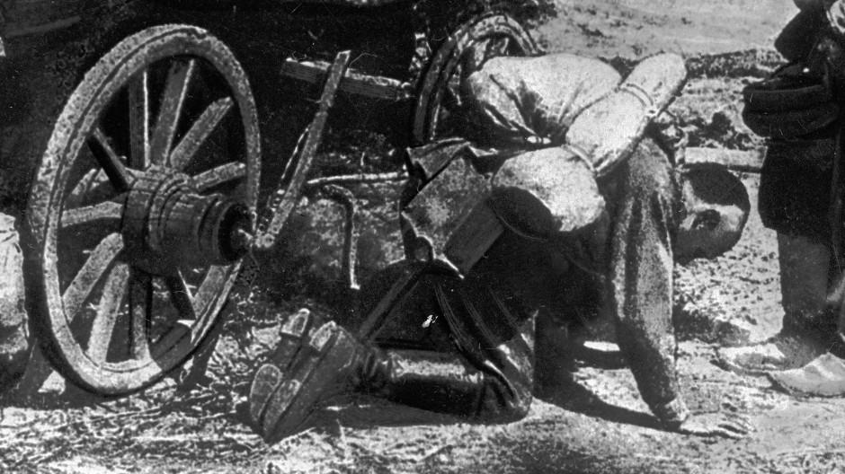 Russland 1916: Ein Soldat kehrt aus dem Krieg zurück.