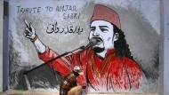 Einer der vielen Sufis, die Opfer radikalislamischer Gewalt geworden sind: Der Sänger Amjad Sabri wurde am 22. Juni 2016 im pakistanischen Karachi ermordet, in der Woche danach dieses Wandbild gemalt.