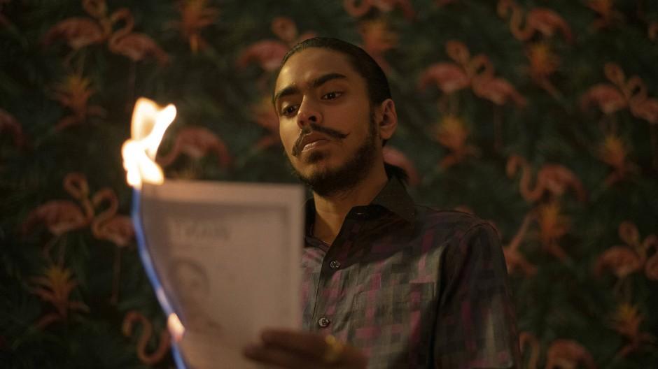 Er baut sich einen Thron auf den Trümmern der Moral: Adarsh Gourav spielt den findigen Diener Balram Halwai in der Serienadaption von Der weiße Tiger.