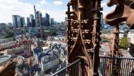 Hier in der Altstadt ist der Dom jetzt das größte Hochhaus. Duckt sich die einstige Hauptstadt der Moderne ins Gemütliche weg?