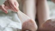 Vier bis fünf Mal Tragen sollte die Strumpfhose überstehen