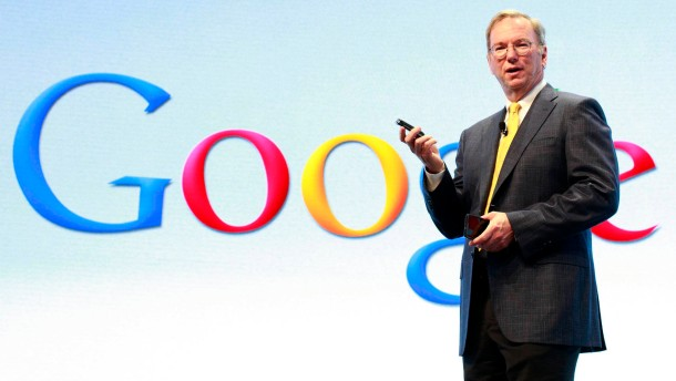 Kopie von Google Chairman Eric Schmidt speaks at a Motorola phone launch event in New York