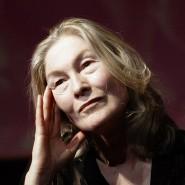 """Edith Clever im März 2005 in Luc Bondys Inszenierung von """"Die Eine und die Andere"""" von Botho Strauss im Berliner Ensemble"""