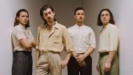 Es pludert so schön: Die Arctic Monkeys in neuem Outfit