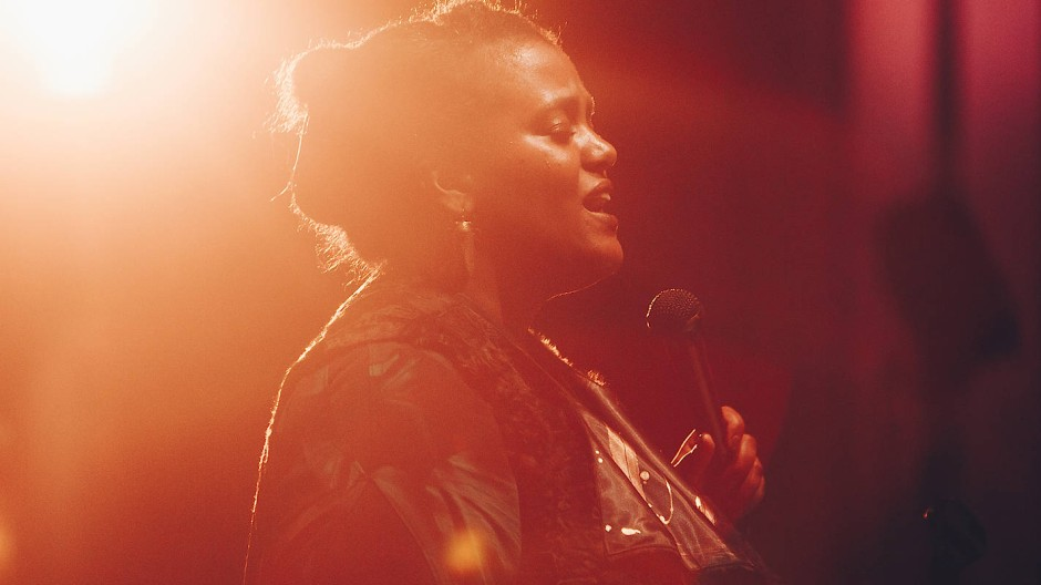 Die afro-schwedische Sängerin Sofia Jenberg