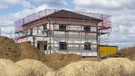 Genaugenommen müsste niemand neu bauen, um in ein Einfamilienhaus ziehen zu können.