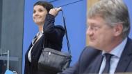 Das war's: Frauke Petry verlässt die Pressekonferenz der AfD