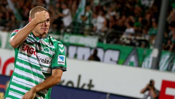 Fürth verteidigt Tabellenspitze - 2:1 gegen Lautern